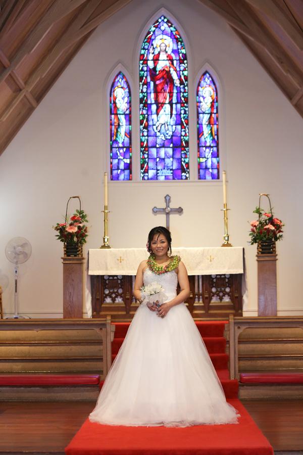 ハワイの教会でウェディング撮影
