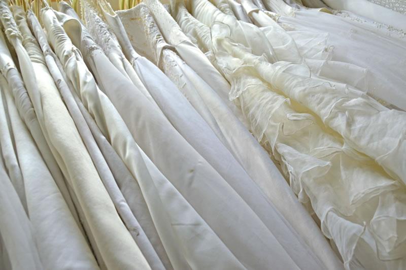 ハワイの撮影スタジオでウェディングドレスが無料レンタル